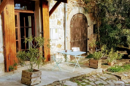 Spacious apartment in a stunning medieval village - Banne