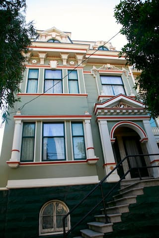 Classic 2BR Victorian Lower Haight