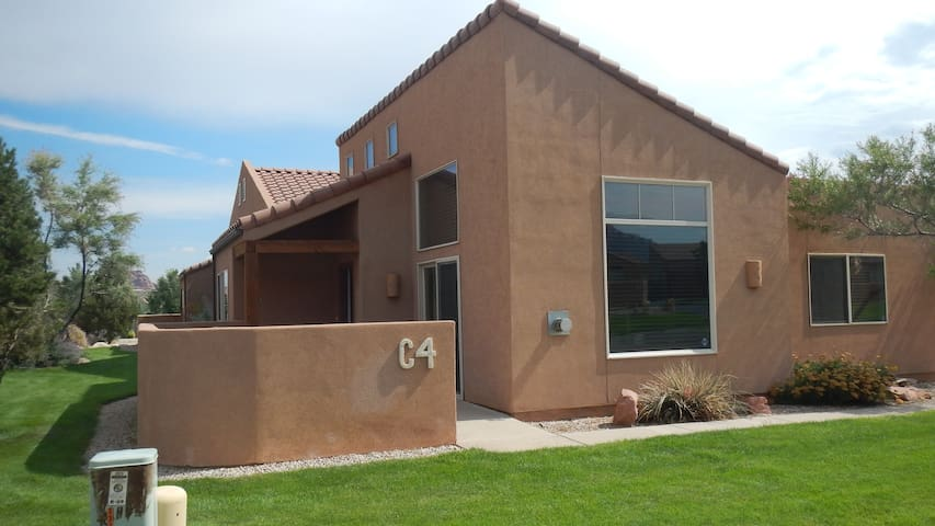 Rim Village Home with Great Views - Moab - House