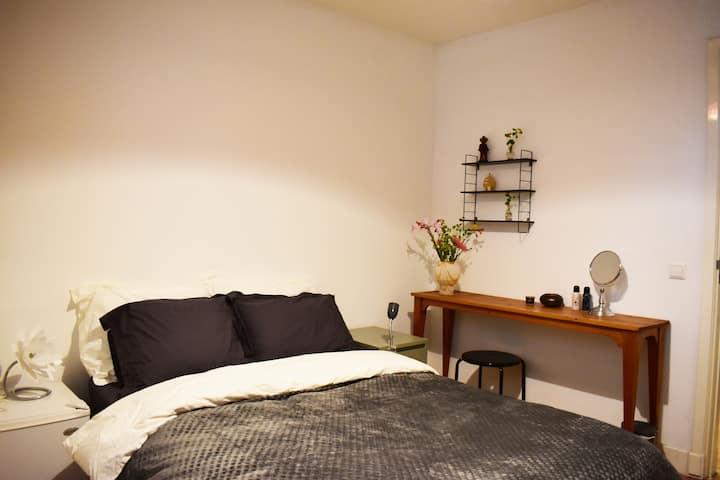 Room at green location, city center 10 minute walk