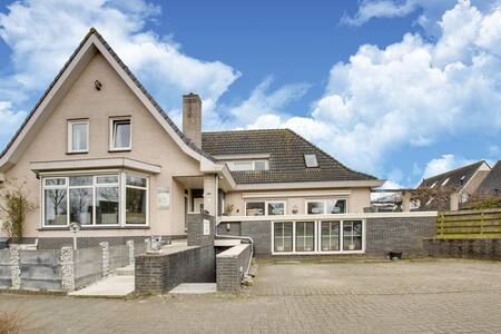 Welcoming Holiday Home in Wervershoof with Sauna