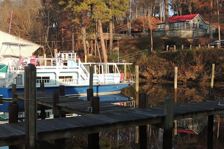 Cozy comfortable houseboat, warm, private and safe - Richmond
