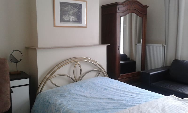 1 or 2 Rooms with 1 privated bathroom - Saint-Gilles - บ้าน