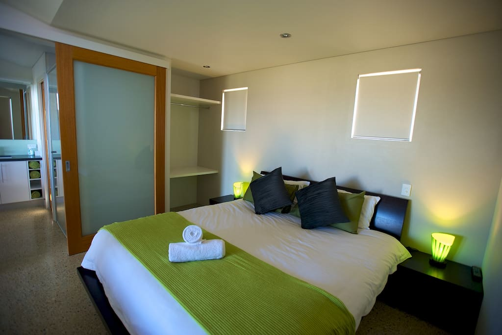 Apartment 1 King-size bed with adjoining spa and ensuite.