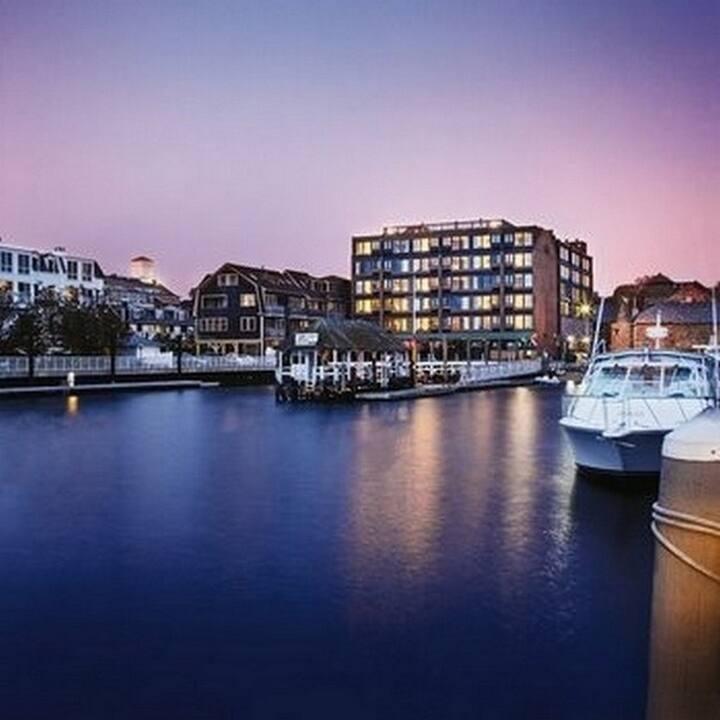 Newport Inn on the Harbor - Thames St