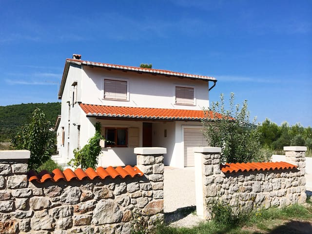 Beautiful House close to the Beach - Pašman - Hus