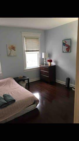 Cozy bedroom just one block away Johns Hopkins un5