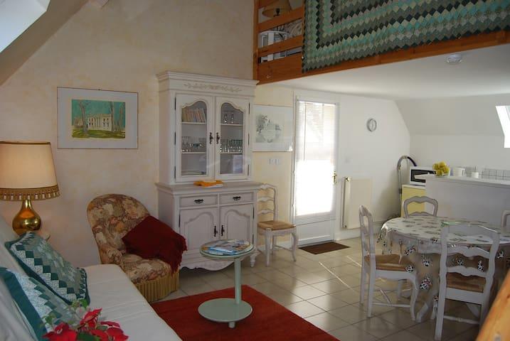 Gîte dans maison contemporaine  - Saint-Gatien-des-Bois - Apartment