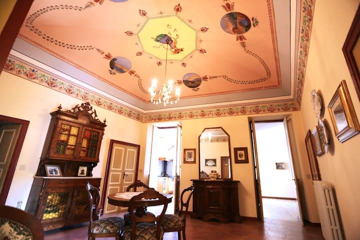 Appartamento d'epoca - Olivastri - House