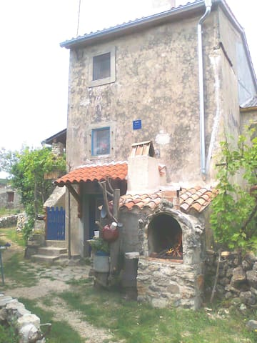 Authentic old house in the country - Cres - Apartment