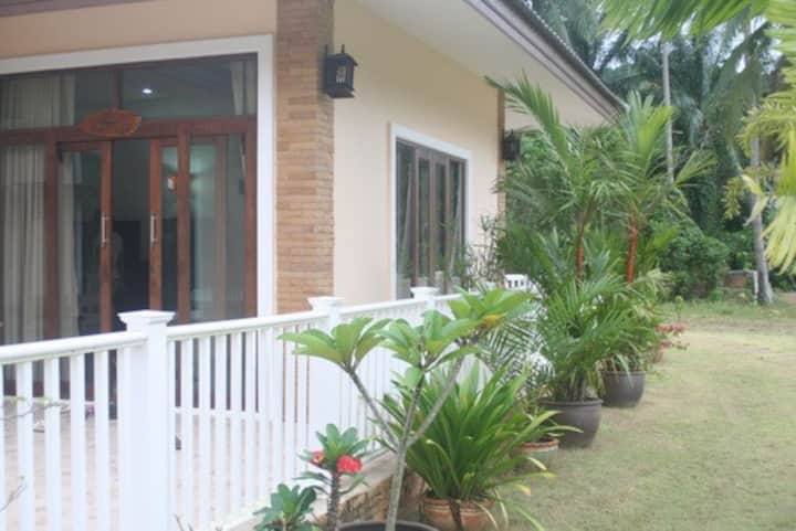 "Layback Villa ""Mango Villa""3 beds sleep 6 -10"