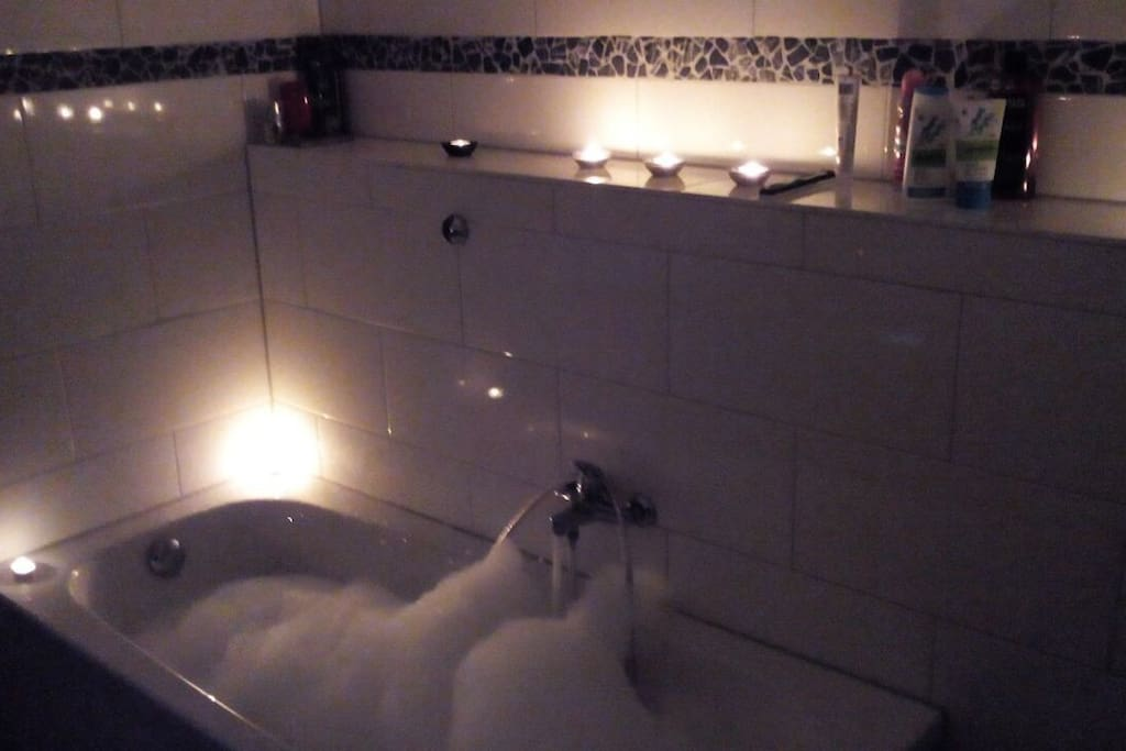 Ein Bad bei Kerzenschein !!