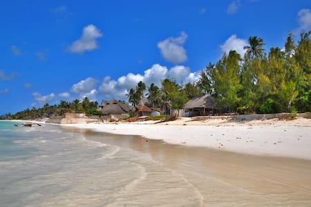 Double Bungalow at Jambiani Beach - Jambiani - Aamiaismajoitus