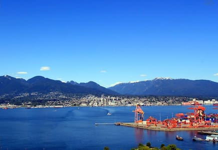NEW LISTING! OCEAN VIEW! LOCATION! PARKING! - Vancouver - Apartment