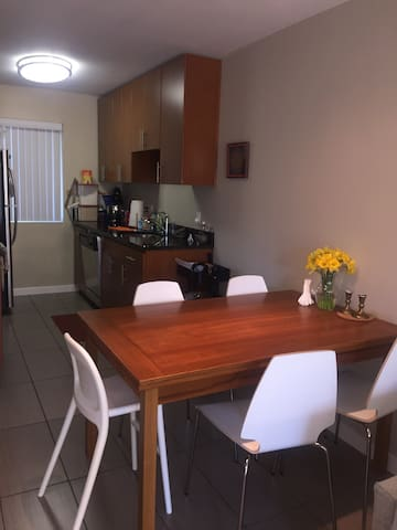 Lovely 2BR in a great location - Cupertino - Appartement