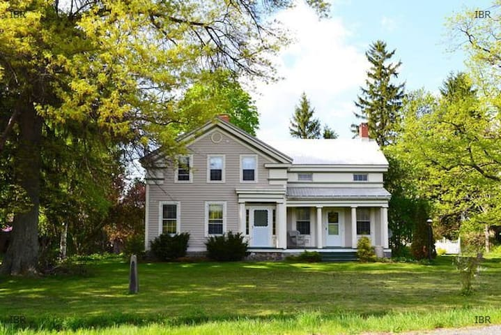 Beautiful house near falls - Trumansburg - บ้าน