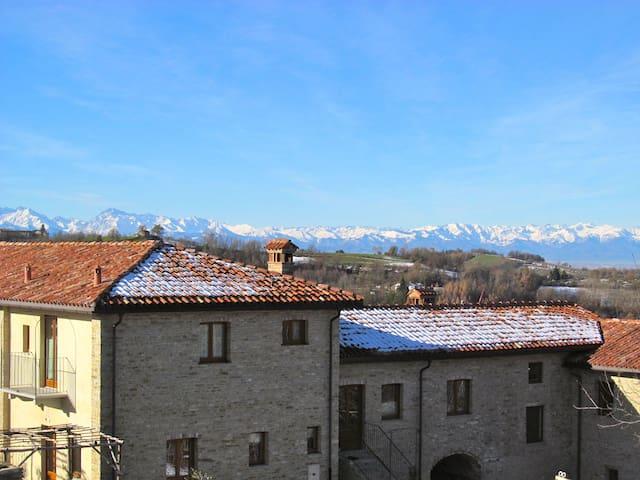 Wohnung in Landgut mit Panorama - Rocca Cigliè - Dům