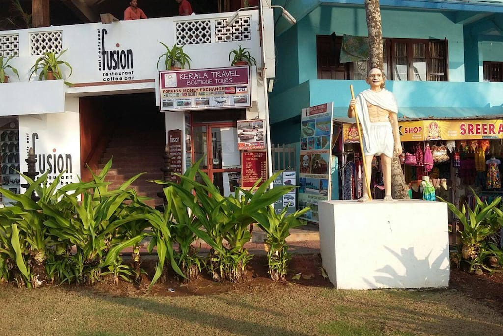 Kovalam - Restaurants and Shopping