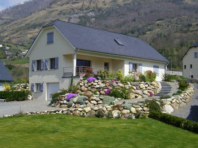 Belle maison dans les pyrénnées - Laruns /Beost - Hus