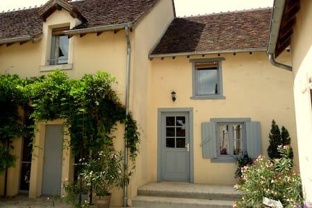 La Maison de Philomène 4 Chambres - Civray, Cher - Bed & Breakfast