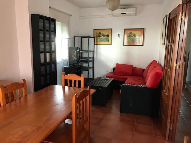 Bonita casa de  cuatro dormitorios. playa 15minuto - San Juan del Puerto - Rumah