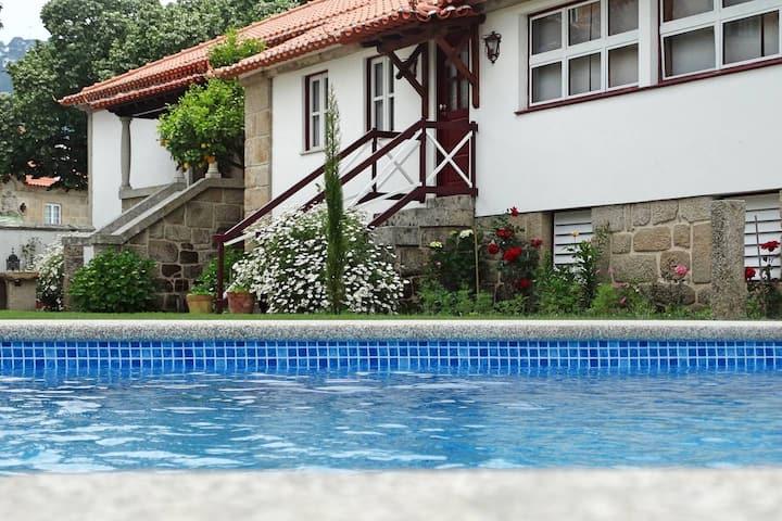 Maison de 3 chambres à Vouzela, avec magnifique vue sur le lac, piscine partagée, jardin clos - à 70 km de la plage