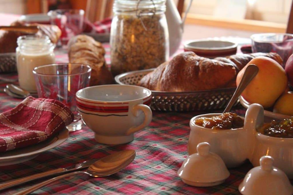 Petits déjeuners avec produits bios et locaux