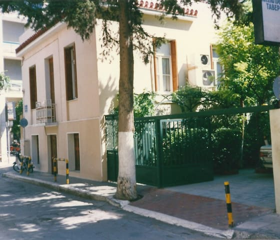 House / Villa with Private Garden - Athina - Dom