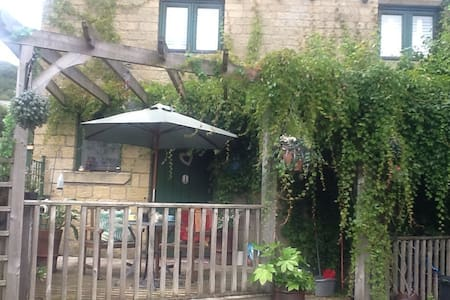 Old Stables - double room - Hebden Bridge