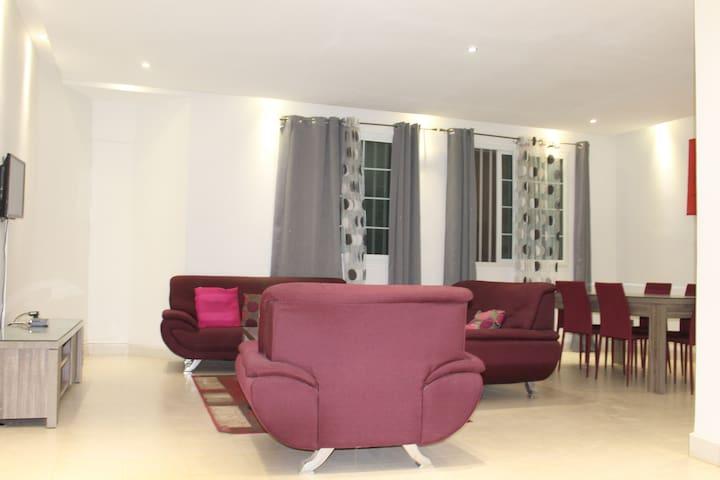 1 appartement de 2 chbres,sal,cuisine aux almadies - Dakar - Lakás