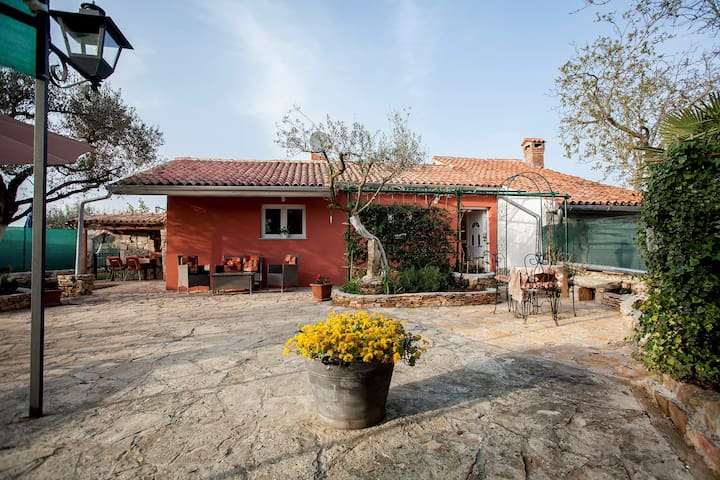 House for 2+2 pers with WLAN in Rovinj R65385
