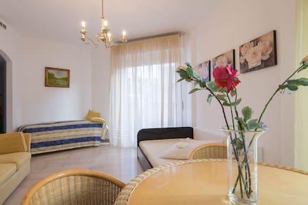 Ampio appartamento soleggiato - San Remo - Appartement