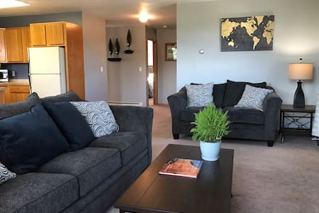 Getaway by the bay.. a cozy 2 BR downtown Munising