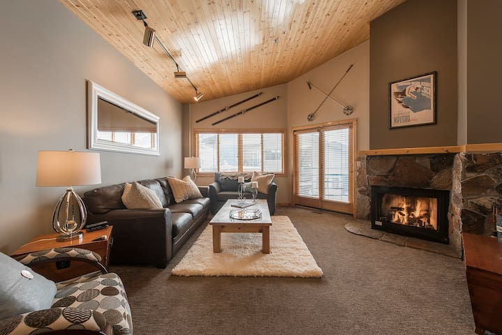 Luxury 1 bed condo steps from Deer Valley Skiing