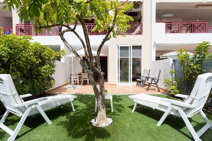 Cozy Apartment /Private garden!!! 2bed rooms Wi-Fi