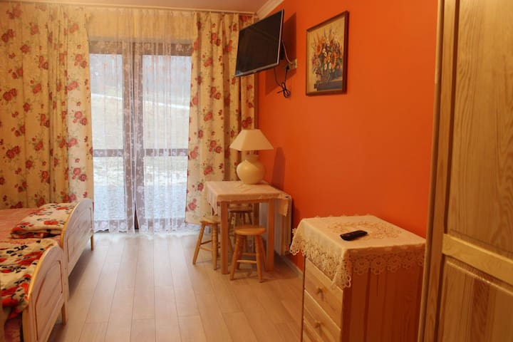 warm orange room - Jasienica - House