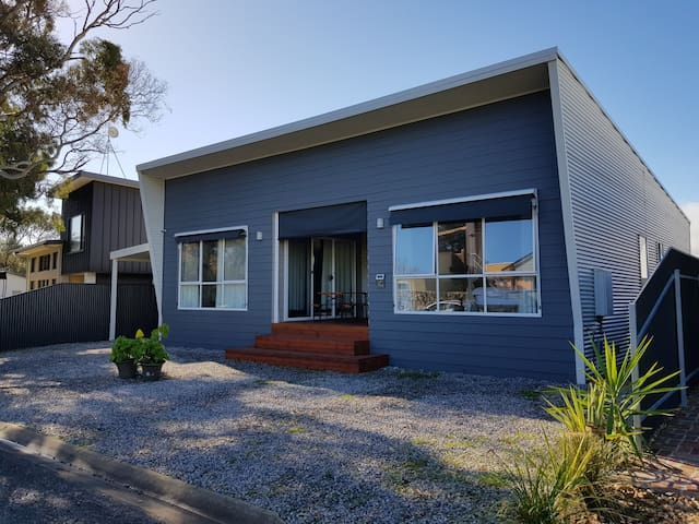 Mins Walk To Beach Jetty-Ducted AirCond-Linen Free