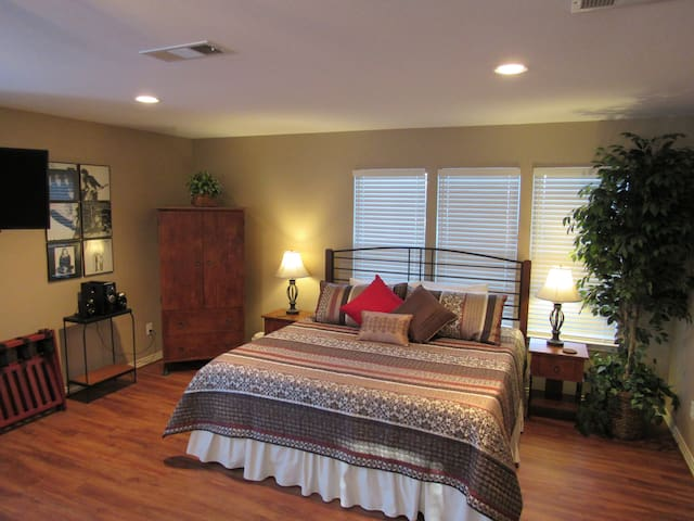 Luxurious Lakewood Private Guest House