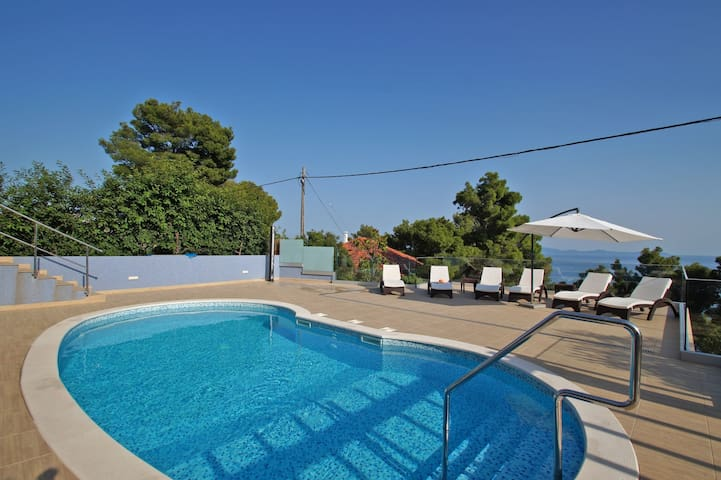 Apt for 2+1 persons with pool in Prižba R30539