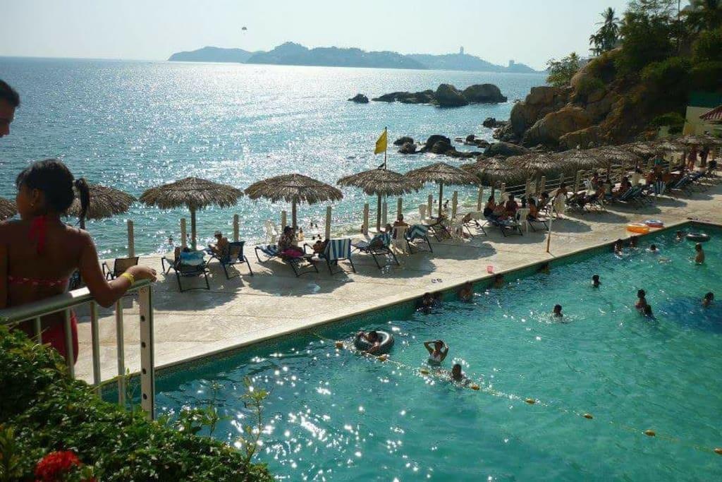 hermosa alberca con vista a.la.bahia más linda de Acapulco