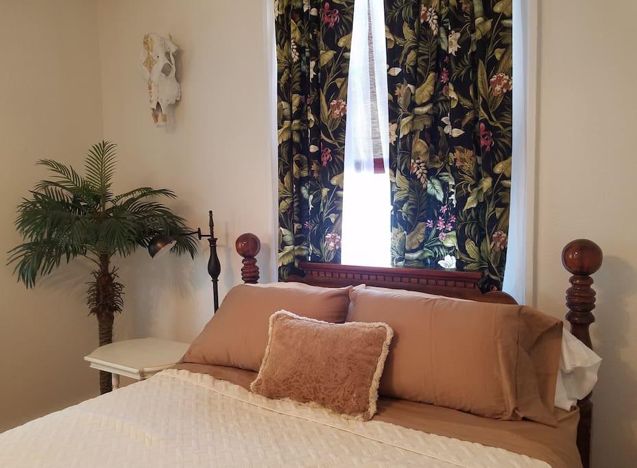 Master bedroom, detail. Queen bed, lightweight quilt, 2 king pillows and 2 standard pillows