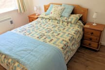 Cosy bedroom with very comfortable, kingsize bed. Black-out blind. Travel cot available.