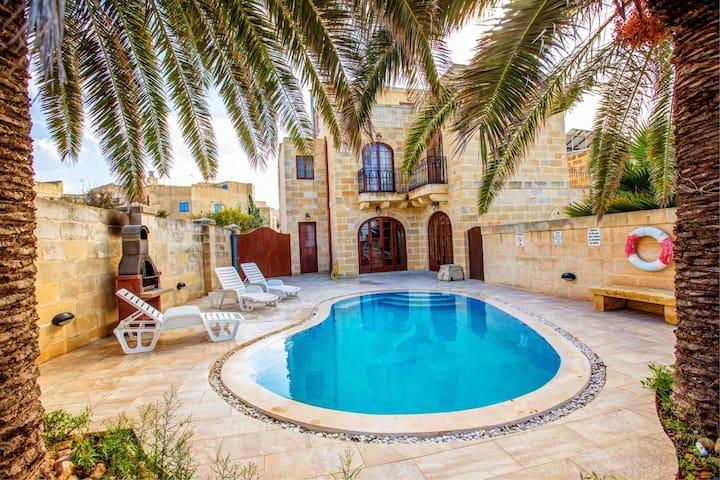 Palma Holiday Farmhouse with Sunny Private Pool