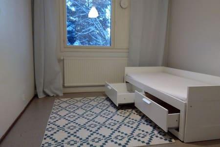 Room in House 15 min Airport FREE Laundry & Sauna - 萬塔(Vantaa)