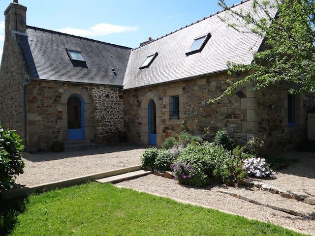Gite avec piscine - Côte de granit rose - 4/6 pers - Trélévern - Huis