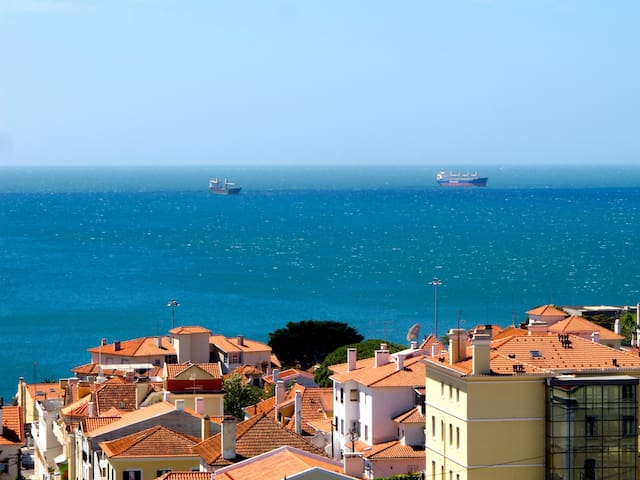 Cosy, sunny room with balcony & great sea views - Estoril - Pis