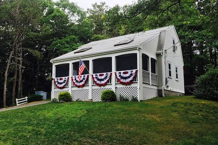 Charming cottage, walk to Craigville Beach! - Barnstable - Maison