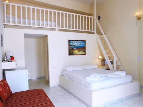 Livanios - Traditional room