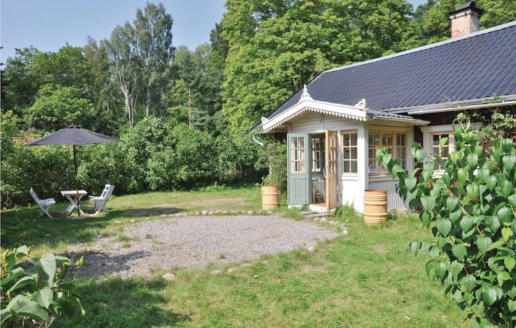Holiday cottage with 3 bedrooms on 85 m² in Munsö