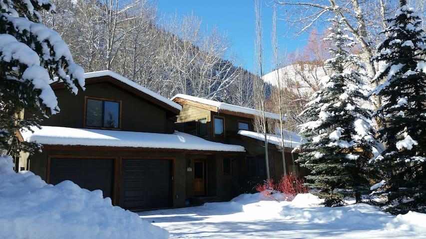 THE OASIS: COVID-19 FREE in SUN VALLEY & KETCHUM